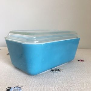 Vintage aqua Pyrex refrigerator dish with lid